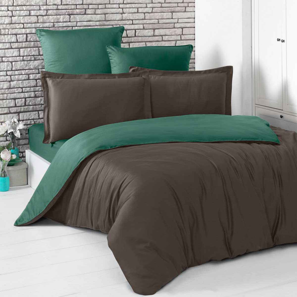 Постельное белье «KARNA» сатин двухстороннее «LOFT» (Шоколадный-Зеленый). Комплект 1.5-спальный (160х220см.): пододеяльник 160х220см (1), простынь 160х240см (1), наволочки 50х70см, 70х70см. Ткань: сатин. Состав: 100% хлопок. Производство ТМ «KARNA» («Карна»), Турция