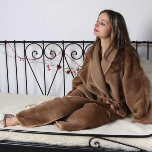 Халат унисекс «Верблюд Шоколад». Состав 30% верблюжий пух, 70% шерсть мериноса. Производство ТМ «Magicwool», Россия