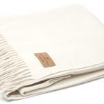 Мягкий шерстяной плед с кистями «LARA Bianco». Состав 80% пух ягненка мериноса, 20% полиамид. Производство ТМ «Italian Woolen Treasures». Италия