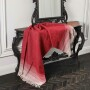 Мягкий шерстяной плед с кистями «LARA Rosso». Состав 80% пух ягненка мериноса, 20% полиамид. Производство ТМ «Italian Woolen Treasures». Италия