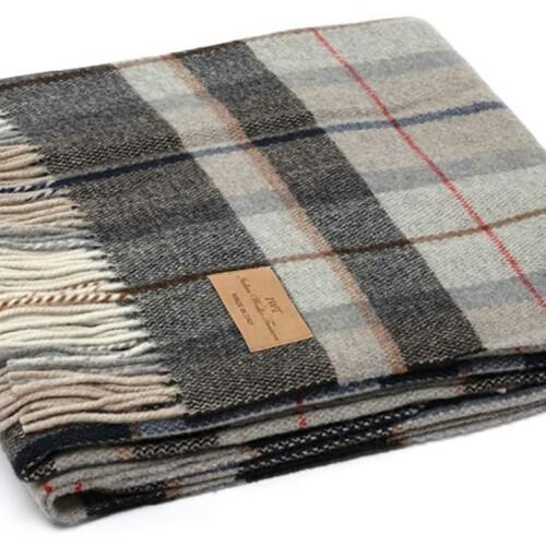 Мягкий шерстяной плед с кистями «LUCCA 3». Состав 100% пух ягненка мериноса. Производство ТМ «Italian Woolen Treasures». Италия