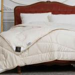 «Trois Couronnes Royal Yak Wool». Теплое стеганое одеяло. 50% натуральная овечья шерсть, 50% натуральная шерсть Яка. ТМ «Trois Couronnes», Швейцария