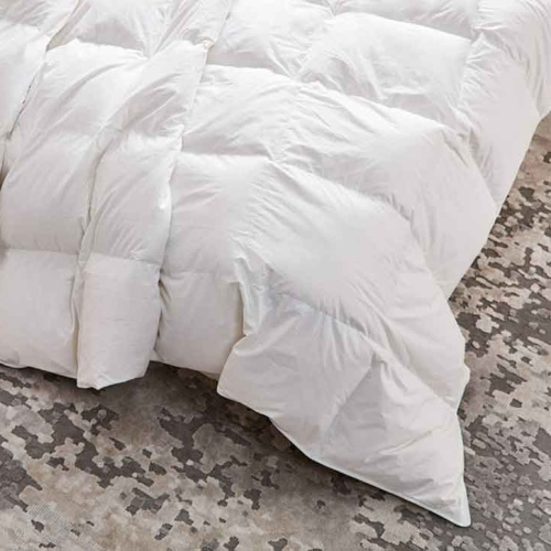 «Trois Couronnes Queen Medium» Всесезонное (Облегченное) пуховое стеганое одеяло. 90% белый гусиный пух, 10% перо. ТМ «Trois Couronnes», Швейцария
