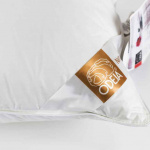 Подушка пуховая «ODEJA NATUR Downfil Pillow» мягкая трехкамерная с внутренним ядром. Наполнитель пух скандинавского гуся, перо скандинавского гуся. Производство ТМ «Odeja», Словения